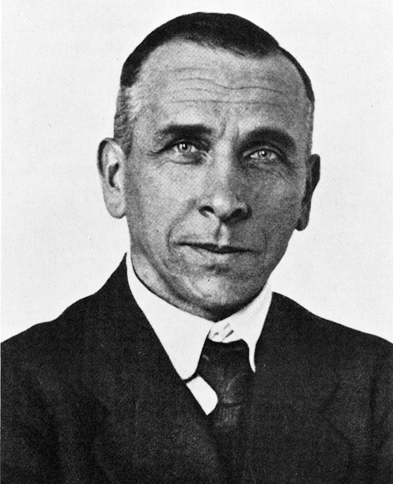 meteorologist alfred wegener essay Alfred wegener: beginnings alfred wegener was born on november 1, 1880, in germany's capital city, berlin his father, richard wegener, was a classical languages teacher and pastor his mother, anna wegener, was a housewife the wegener family of two adults and five children – alfred was the youngest – was quite well-off financially.