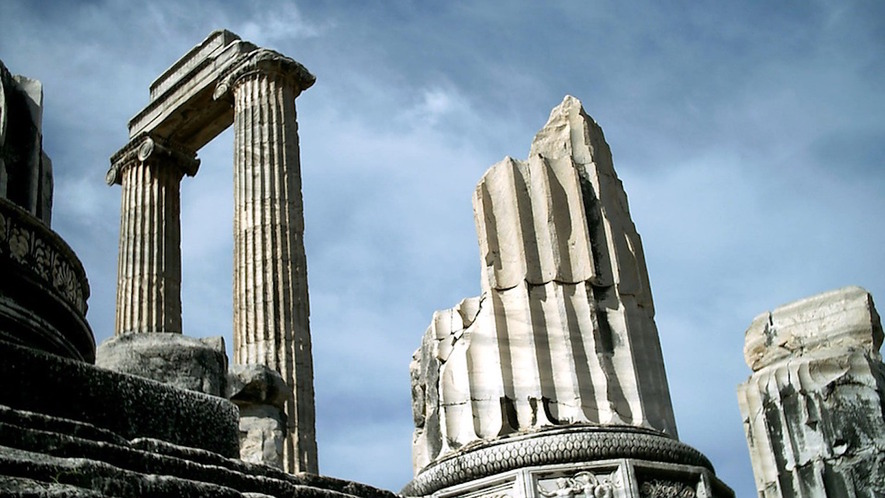 ancient religions public worship of the greeks and r s top the temple and oracle of apollo called the didymaion in didyma an