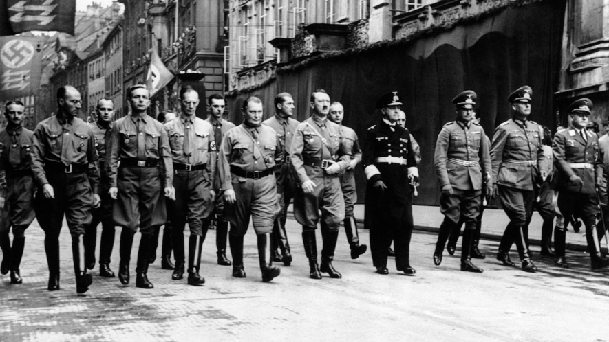 ¿Que estatura tenían Franco, Stalin, Churchill, Mussolini? Lib-national-socialism-2cd09883