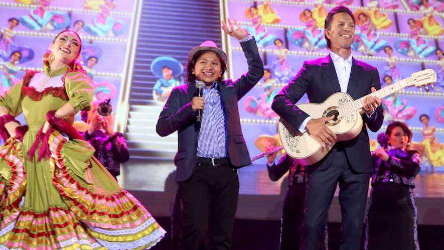 Newsela meet the 12 year old star of coco pixars big fall movie actor anthony gonzalez center and musician federico ramos right take part in m4hsunfo