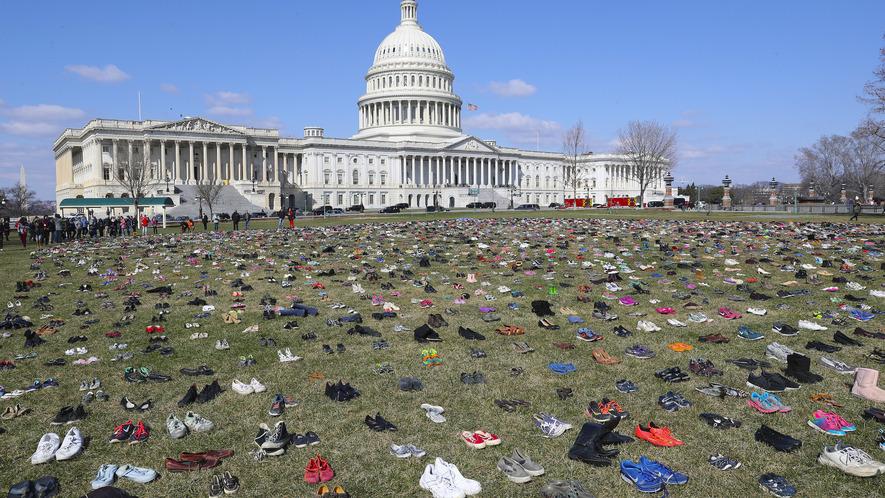 Newsela - School shooting trauma is hard to heal for survivors